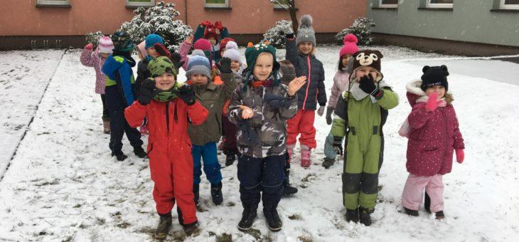 Děti se radují ze sněhu 7.1.2021